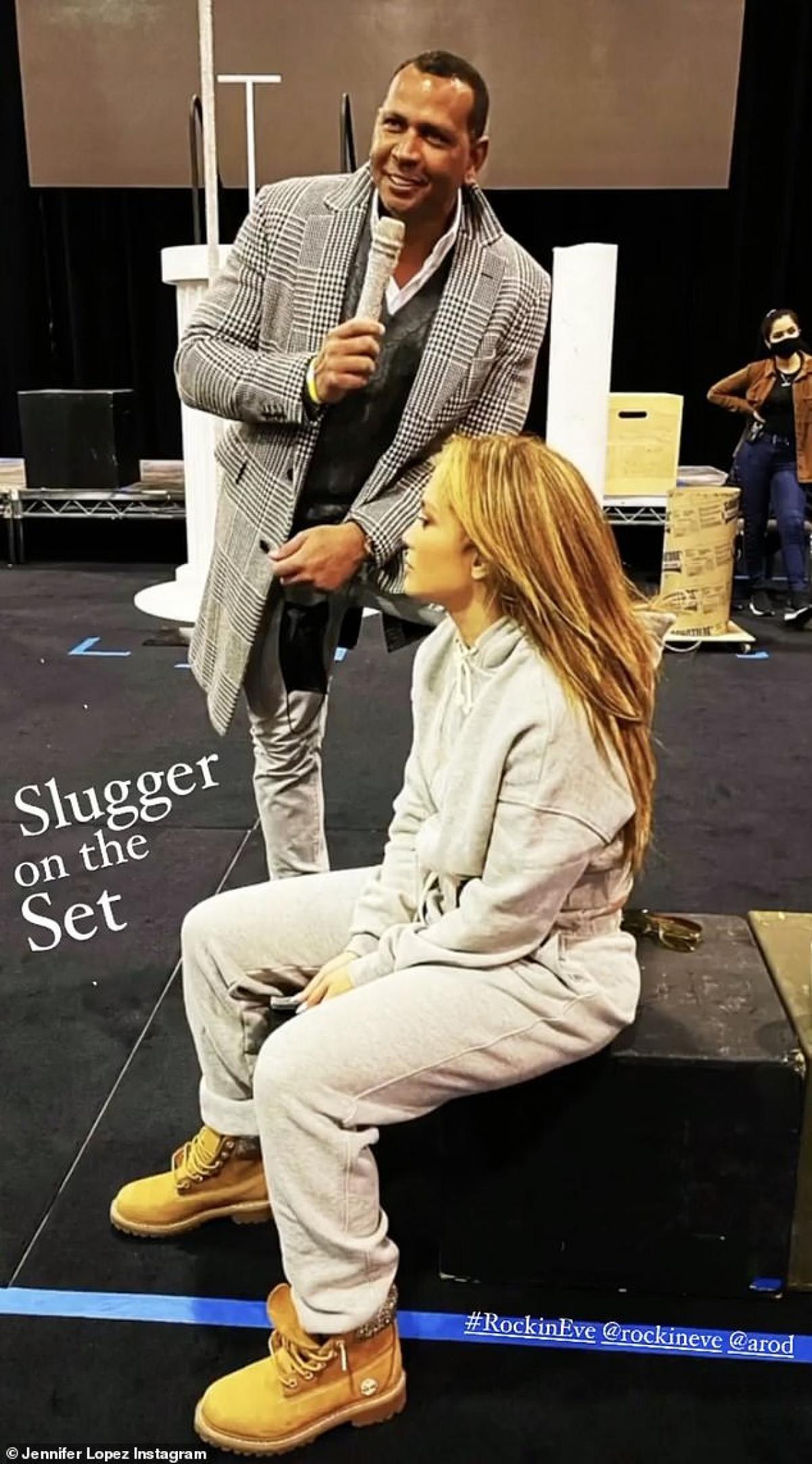 Thời gian qua, Jennifer Lopez tích cực tập luyện để chuẩn bị cho buổi biểu diễn của mình trong đêm Giao thừa.