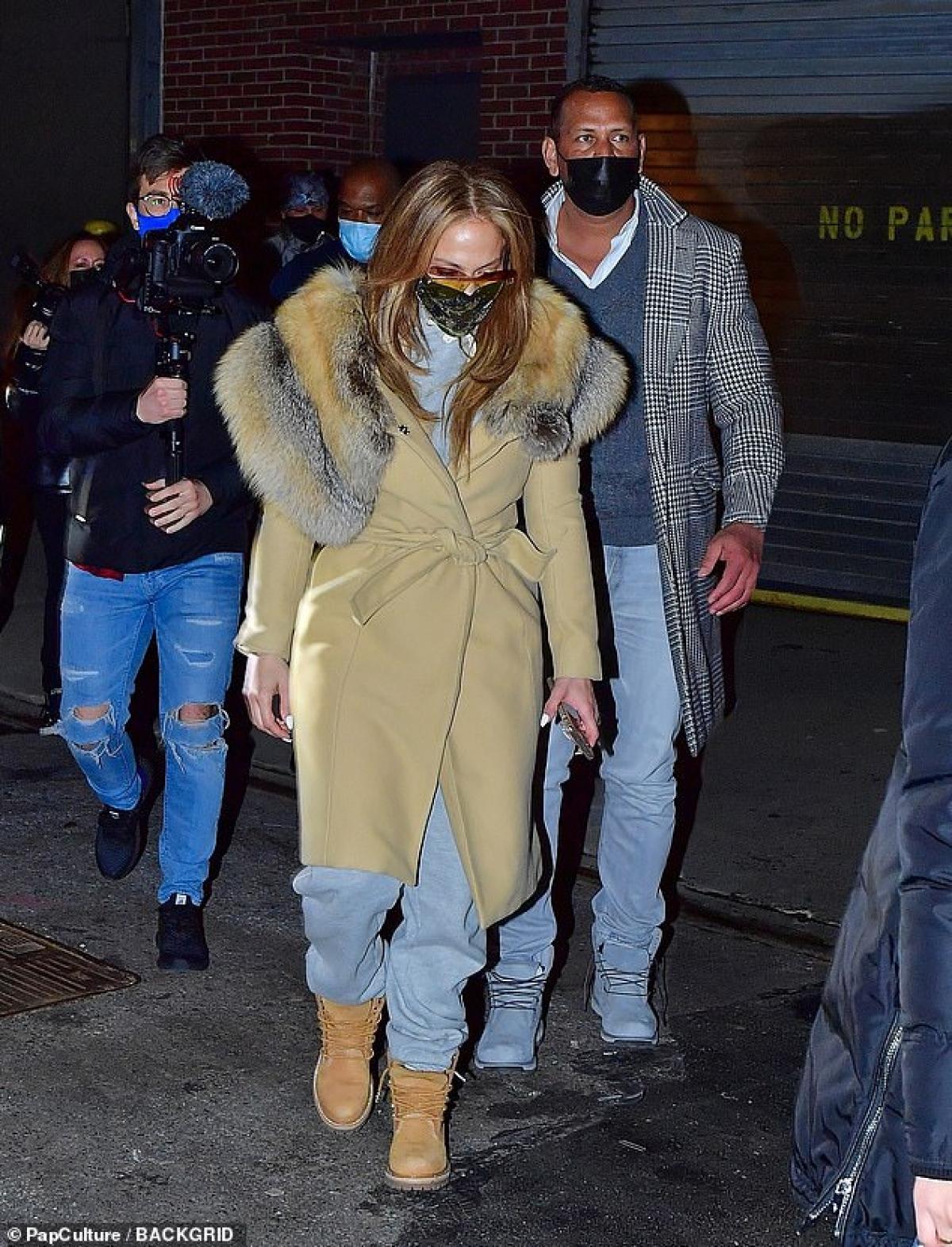 2020 có lẽ là một năm biến động với Jennifer Lopez và bạn trai khi cả hai liên tục bị hoãn đám cưới vì Covid-19.