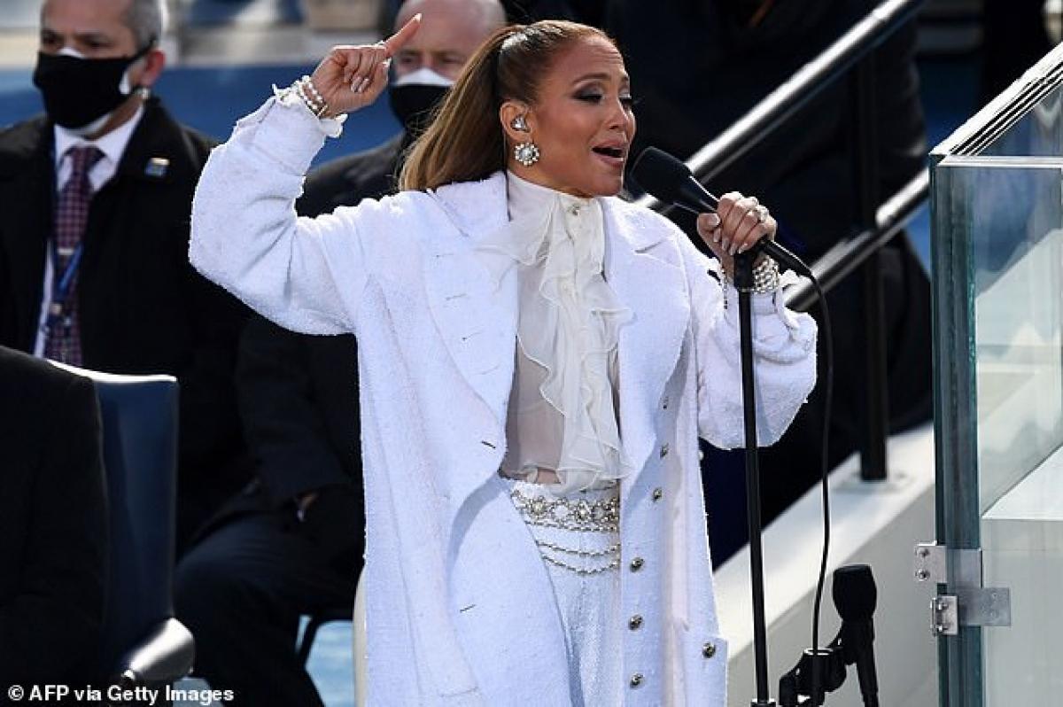 Vừa qua, cô gây chú ý khi biểu diễn tại lễ nhậm chức của tân Tổng thống Joe Biden ở Washington D.C.