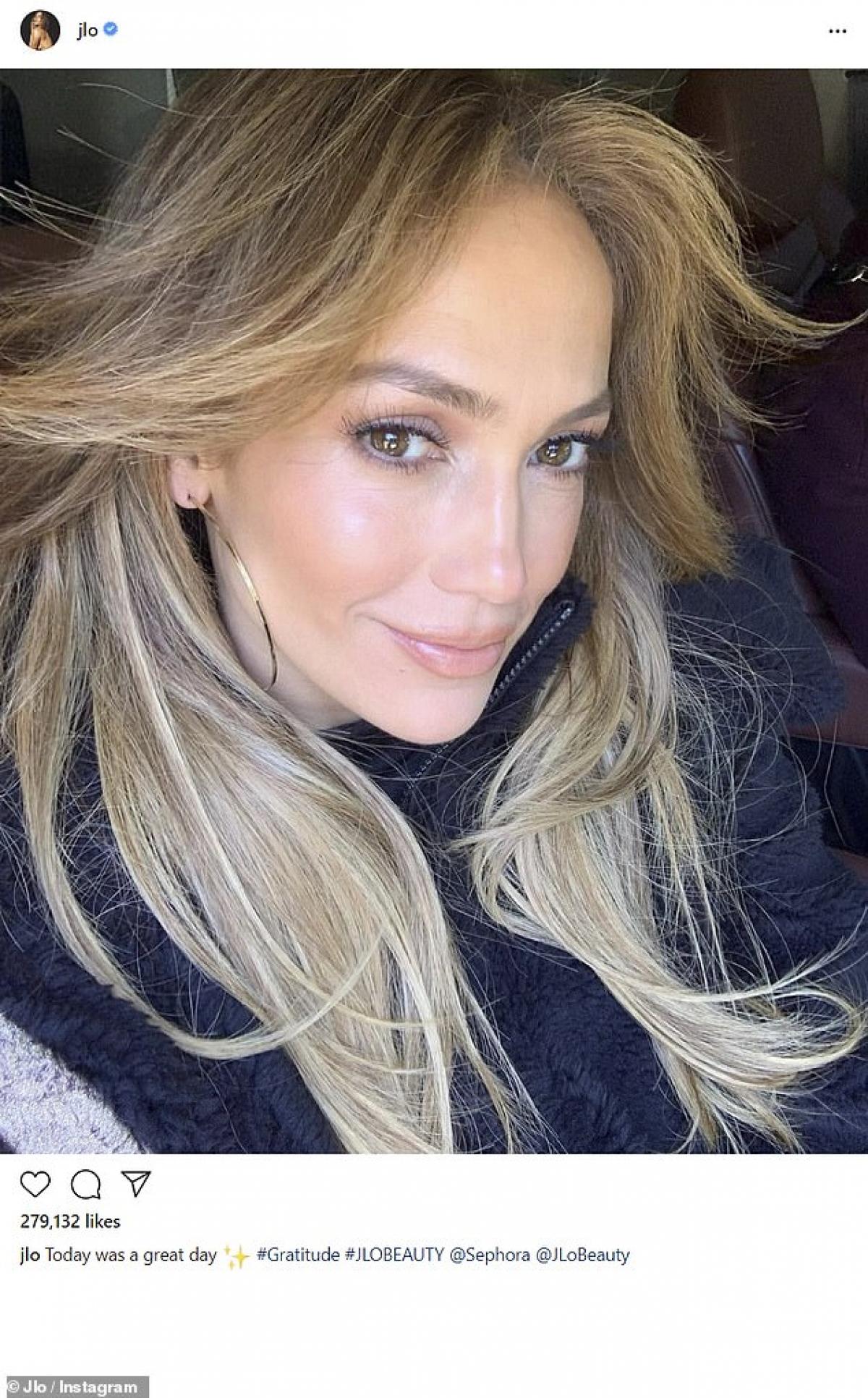 Trong cuộc phỏng vấn cách đây không lâu trên Cosmopolitan, Jennifer Lopez cho biết, cô và hôn phu Alex Rodriguez đã quyết định hủy bỏ hôn lễ do dịch Covid-19./.