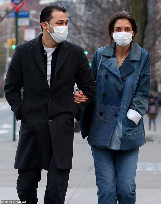 Cặp đôi quấn quýt không rời kể từ sau khi công khai tình cảm.