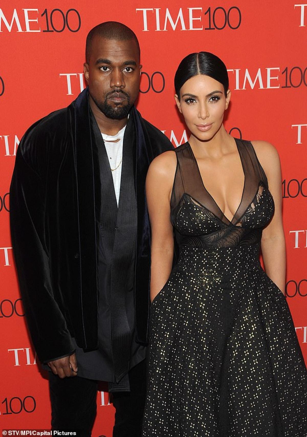 """Tuy nhiên TMZ đưa tin rằng cặp đôi đã tham gia tư vấn hôn nhân được một thời gian nhưng """"họ vẫn chưa từ bỏ"""". Nguồn tin của họ nói rằng Kim đã nhiều lần đề cập đến việc chia tay Kanye là tốt nhưng """"vẫn chưa có quyết định cuối cùng"""". Sự rạn nứt xảy ra sau một năm sóng gió đối với cặp đôi và một năm mà Kanye tự ứng cử và thất bại trong cuộc đua bầu cử tổng thống Mỹ./."""