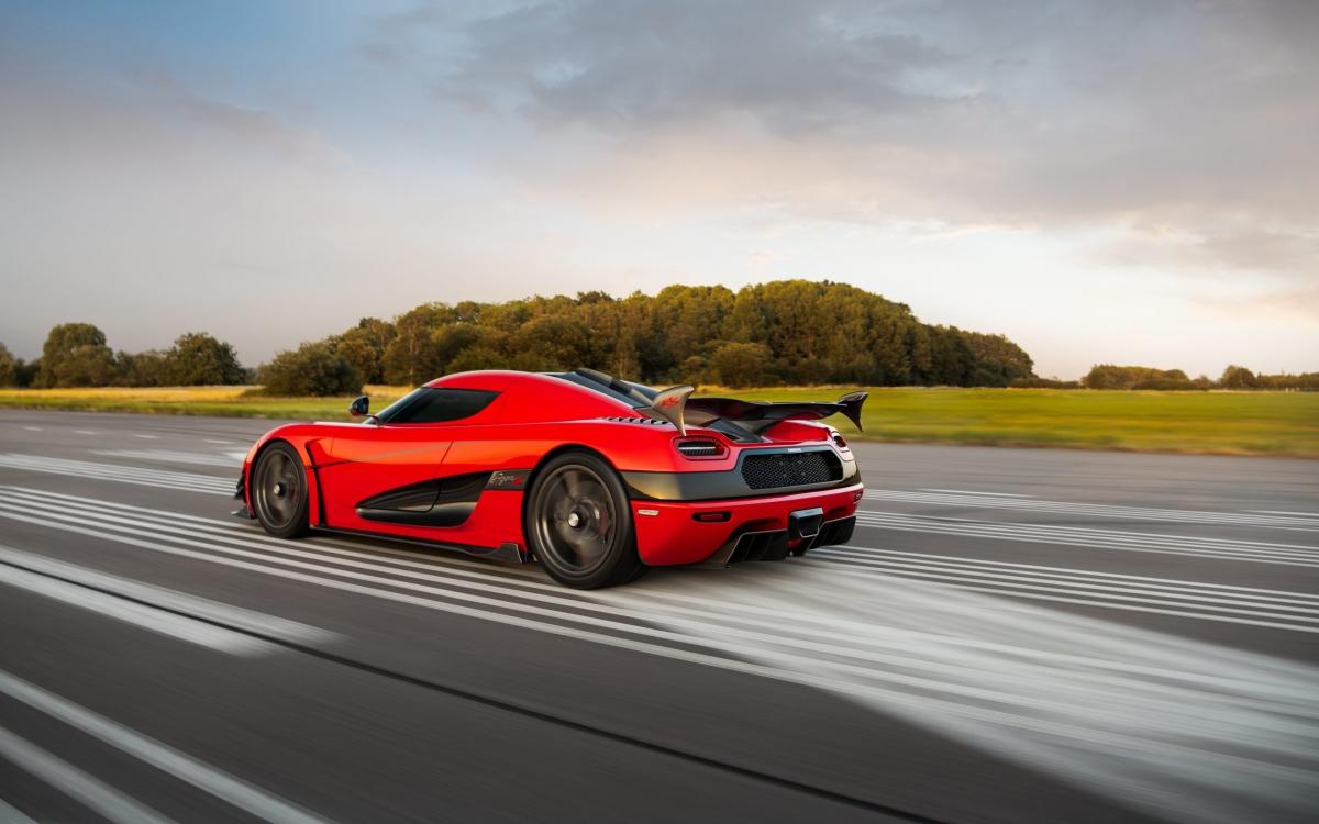 Trong lúc những chiếc Agera RS đang được sản xuất, khách hàng có thể đặt mua thêm gói nâng cấp 1-megawatt, nâng cấp công suất của xe lên 1.360 mã lực (1 MW) và thêm vào một số các chi tiết khí động học bên ngoài, lấy cảm hứng từ Agera One:1. Gói nâng cấp đó cũng có thể được mua sau (giống với chiếc xe này) và nó cần được mang trở về Thụy Điển để hoàn thành.