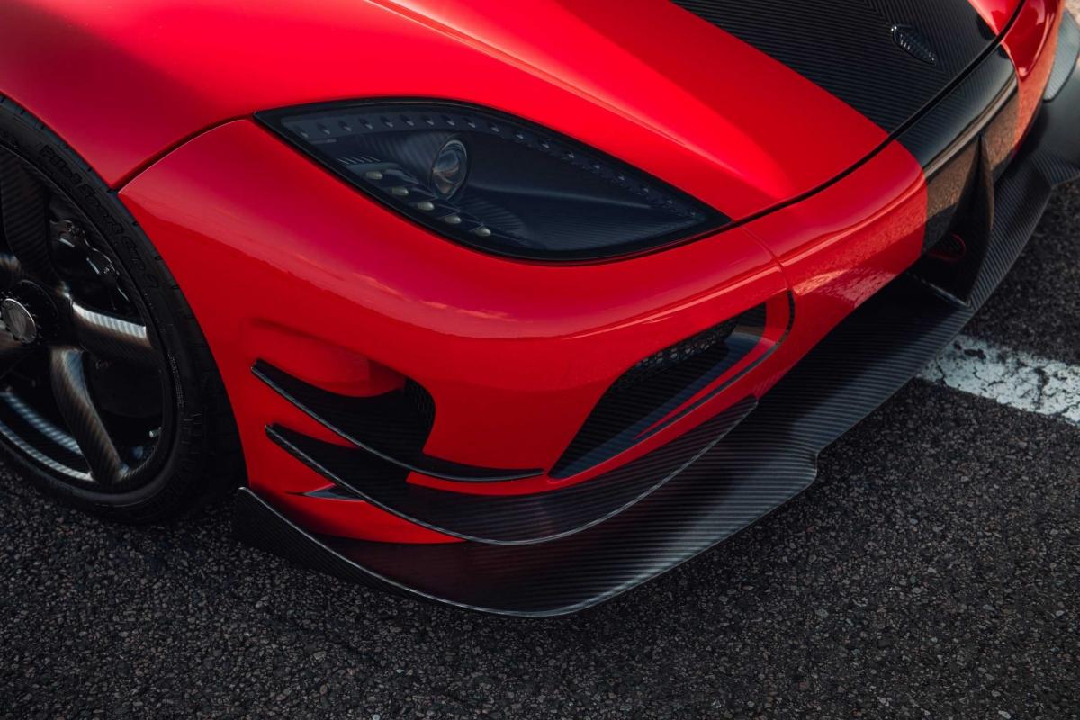 Sau chuyến đi về Ängelholm, Thuỵ Điển, chiếc xe này đã được nâng cấp với nhiều chi tiết ngoại thất lấy cảm hứng từ mẫu xe Agera One:1. Quá trình nâng cấp của xe bắt đầu từ mùa thu năm ngoái. Đội ngũ nâng cấp của hãng đã làm việc trong hơn một tháng để thiết kế bản nâng cấp và tốn hơn nửa năm để biến nó thành hiện thực. Không chỉ mang đến ngoại thất mới, các chi tiết nâng cấp đó còn phải đảm bảo được khả năng khí động học của xe được cải thiện.