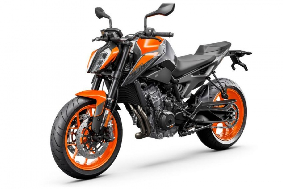 ktm-890-duke-studio-orange-fr.jpg