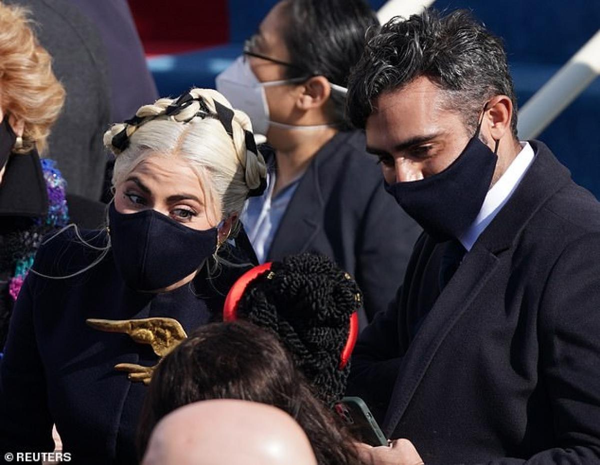 Lady Gaga và bạn trai Michael Polansky tham dự lễ nhậm chức của tân Tổng thống Mỹ Joe Biden diễn ra tại Đồi Capitol, thuộc Washington D.C.