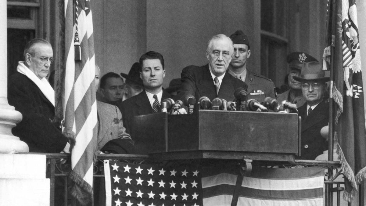 Lễ nhậm chức năm 1945 của Franklin Roosevelt đặc biệt ở chỗ đó là lần thứ 4 ông tuyên thệ nhậm chức tổng thống Mỹ và cũng là buổi lễ ngắn gọn nhất, chỉ diễn ra trong vòng 15 phút. Ảnh: Getty