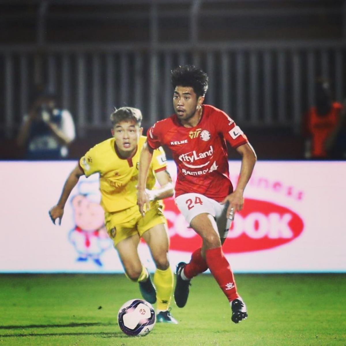 Lee Nguyễn tái xuất V-League trong màu áo TPHCM. (Ảnh: FBNV)