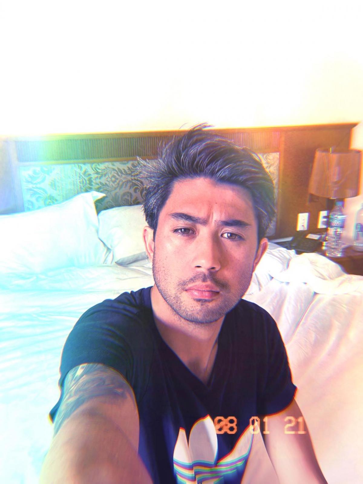 Lee Nguyễn trong những ngày cách ly tại khách sạn. (Ảnh: FBNV).