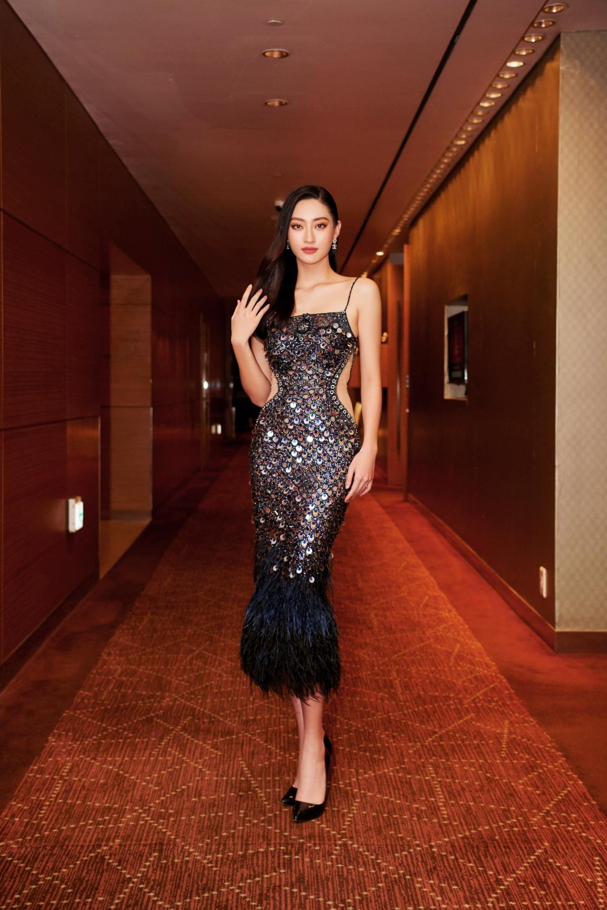 Đương kim Miss World Việt Nam Lương Thùy Linh đảm nhiệm vai trò MC song ngữ Anh - Việt lưu loát qua phần dẫn dắt chương trình vô cùng hoàn hảo.