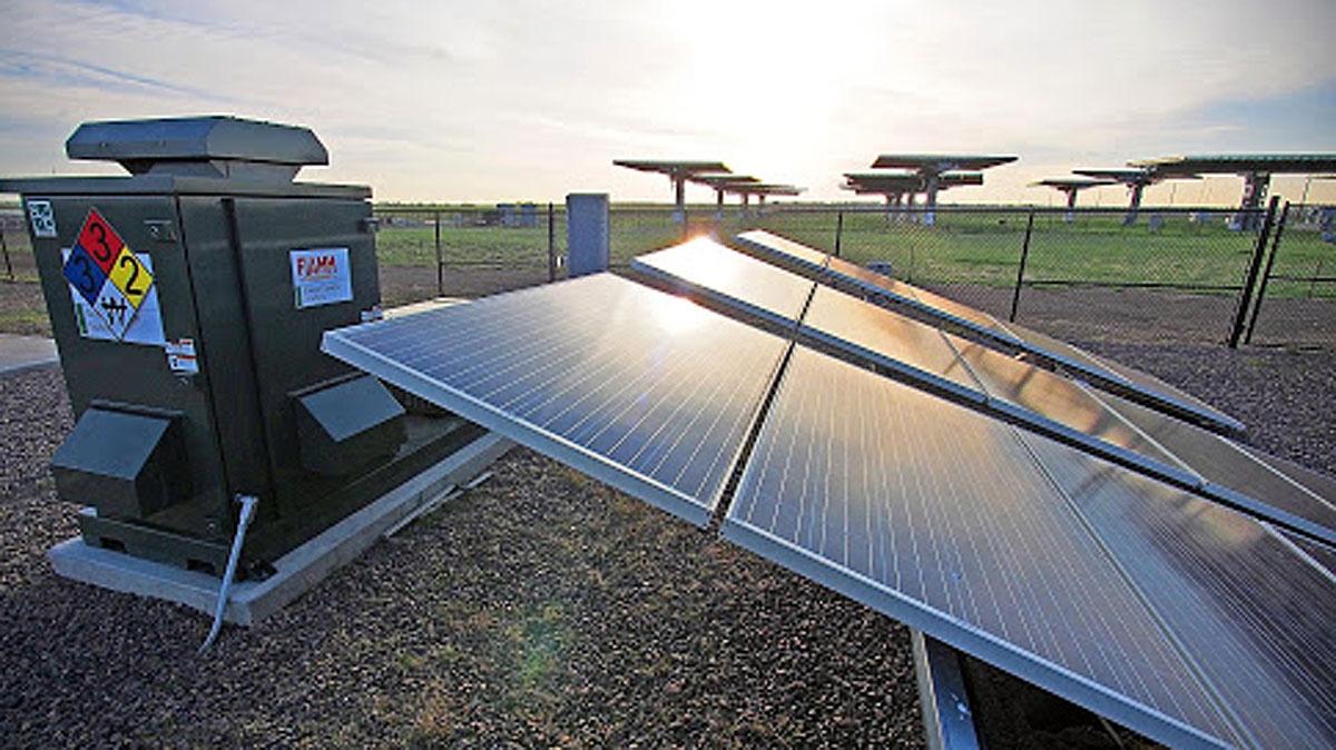 Hệ thống phát điện mặt trời và lưu trữ năng lượng (Energy Storage System – ESS). Ảnh: GreenID
