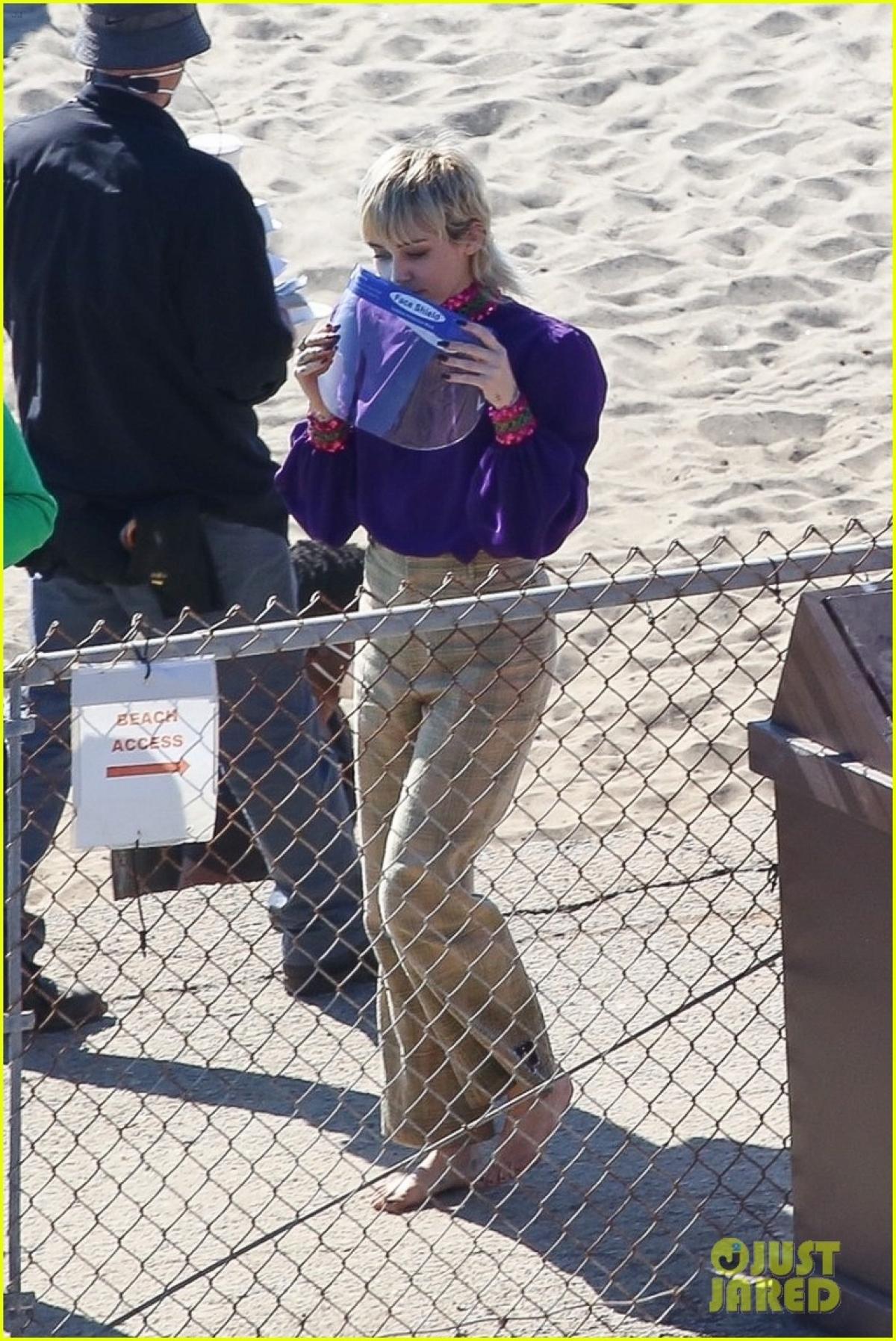 Miley Cyrus dần trở lại với công việc sau khoảng thời gian dài nghỉ dịch Covid-19.