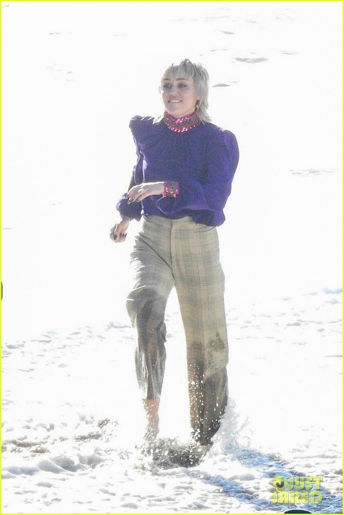 Miley Cyrus dần trở lại với công việc sau khoảng thời gian dài nghỉ dịch./.