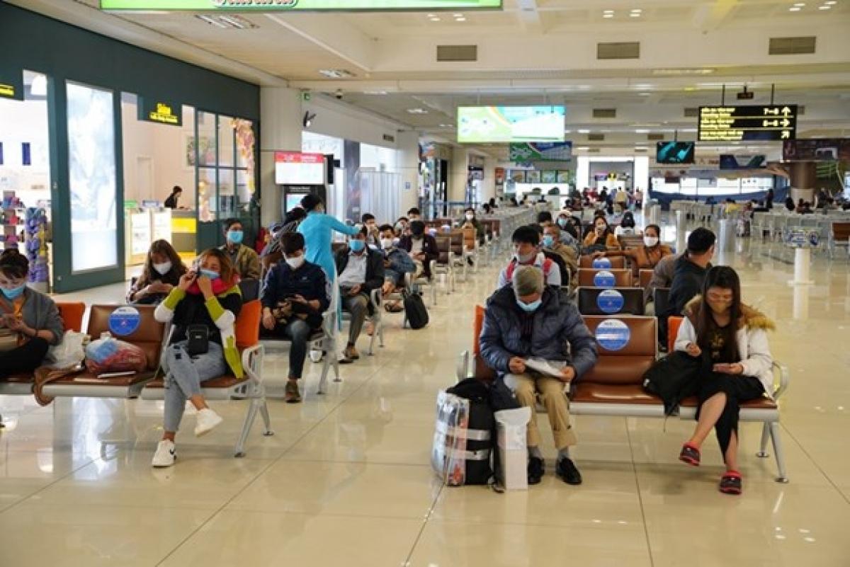 Cục Hàng không Việt Nam cũng đã có công văn hỏa tốc yêu cầu các cảng hàng không thực hiện nghiêm các biện pháp ngăn ngừa dịch Covid-19 sau khi dịch lan rộng tại Hải Dương, Quảng Ninh.