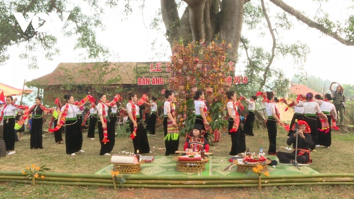 Phục dựng lễ hội Hết Chá của đồng bào Thái ở Bản Áng, xã Đông Sang (Mộc Châu).