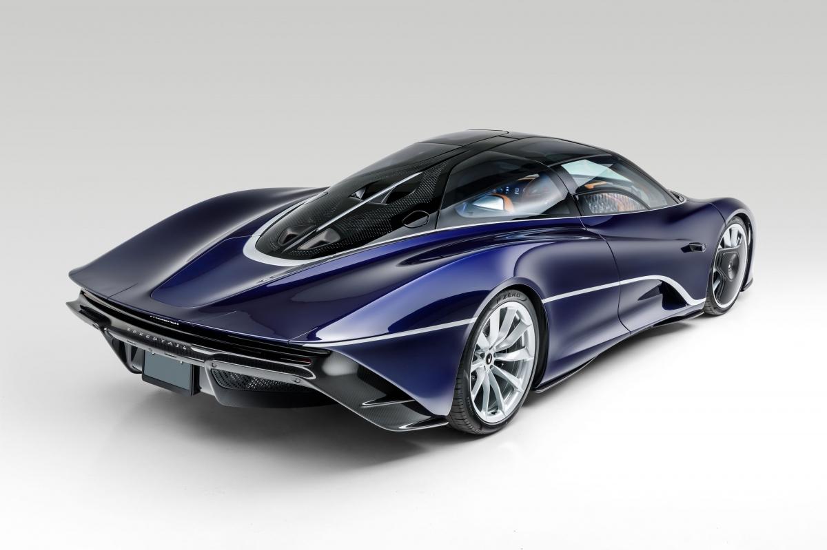 Khi lên cấu hình xe, đại lý này đã bỏ ra tới 170.000 USD dành riêng cho các tùy chọn trên xe, nổi bật là màu sơn của nó.