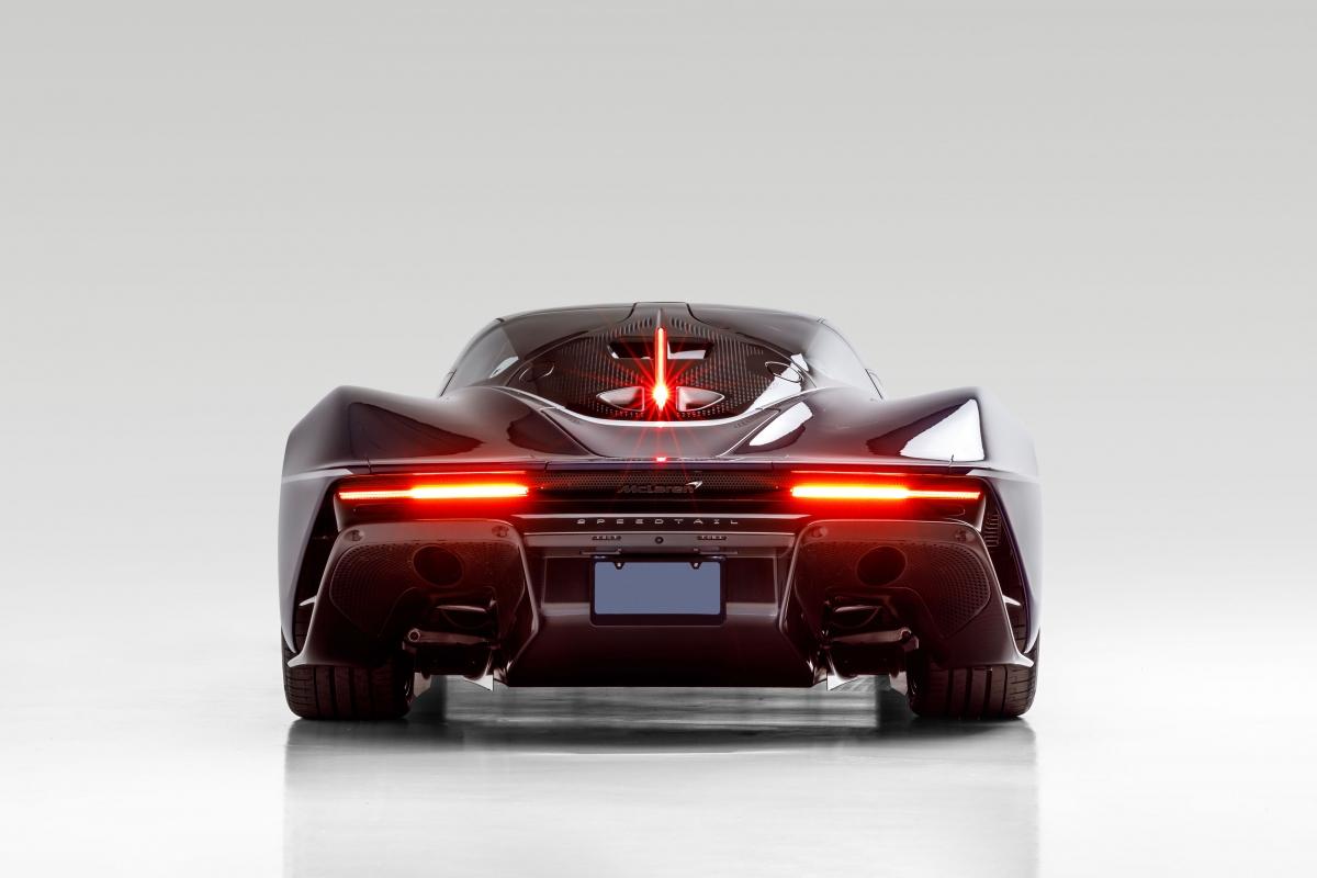 McLaren Speedtail là một mẫu xe cực kì hiếm với số lượng sản xuất chỉ 106 chiếc, con số bằng với số lượng những chiếc McLaren F1 đã được sản xuất hơn hai mươi năm trước. McLaren công bố giá bán khởi điểm cho mẫu xe này ở mức 2,25 triệu USD, chưa bao gồm các tùy chọn.