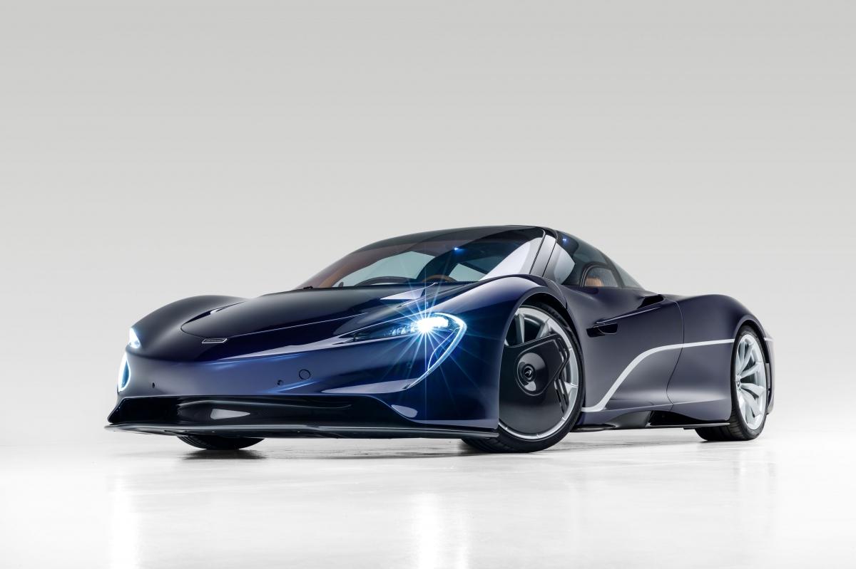 McLaren Speedtail sử dụng hệ dẫn động hybrid với động cơ V8 tăng áp kép làm trọng tâm và được bổ sung năng lượng bằng hệ dẫn động hybrid, tạo công suất cực đại 1.036 mã lực và mô-men xoắn tối đa 1.150 Nm.