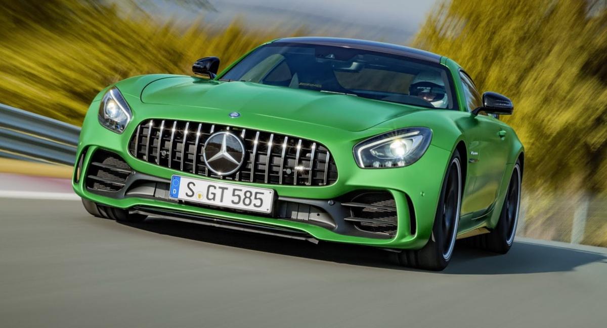 Chiếc AMG GT R được xác nhận cách đây vài ngày là một trong những chiếc xe thể thao tốt nhất trên thị trường. Với khối động cơ biturbo V8 4.0 L đây là một chiếc xe ấn tượng của AMG. Tuy nhiên, không quá thất vọng với việc loại bỏ dòng xe này bởi dù sao Mercedes cũng có dòng Black Series và có kế hoạch lấp đầy khoảng trống mà dòng GT R để lại bằng cách bổ sung thêm một vài mẫu GT khác.