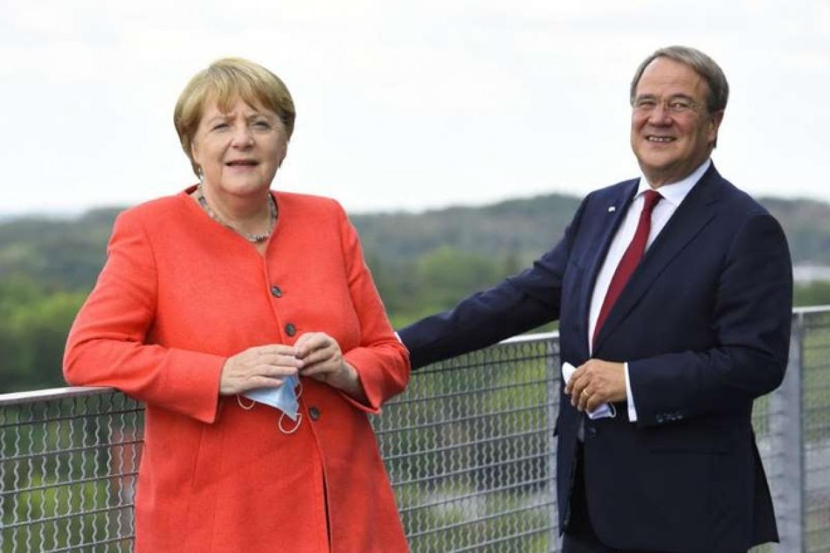 Thủ tướng Merkel và ông Laschet. Ảnh: DW.