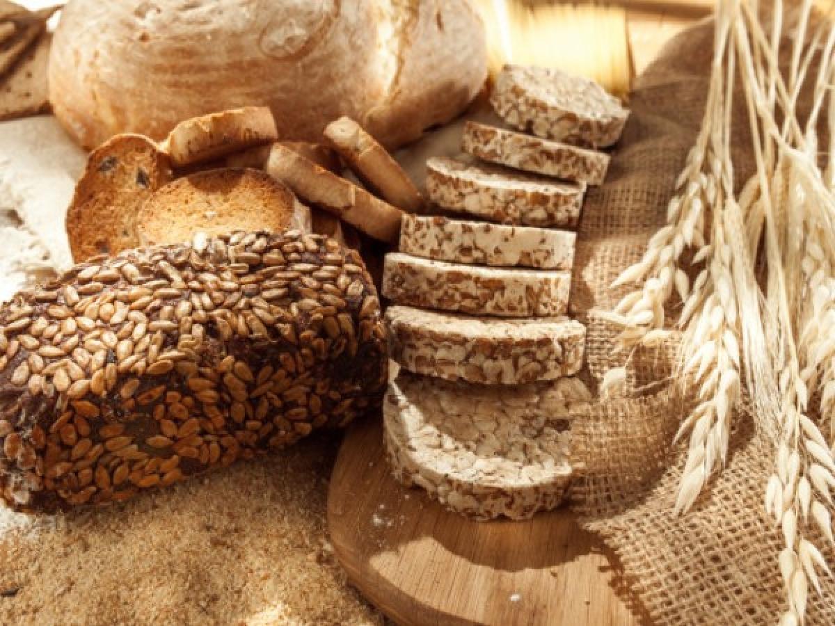 Một số loại thực phẩm: Các thực phẩm như thực phẩm giàu gluten, các thực phẩm từ sữa, trứng, đậu nành và ngô có thể khiến bạn cảm thấy mệt mỏi và buồn ngủ.