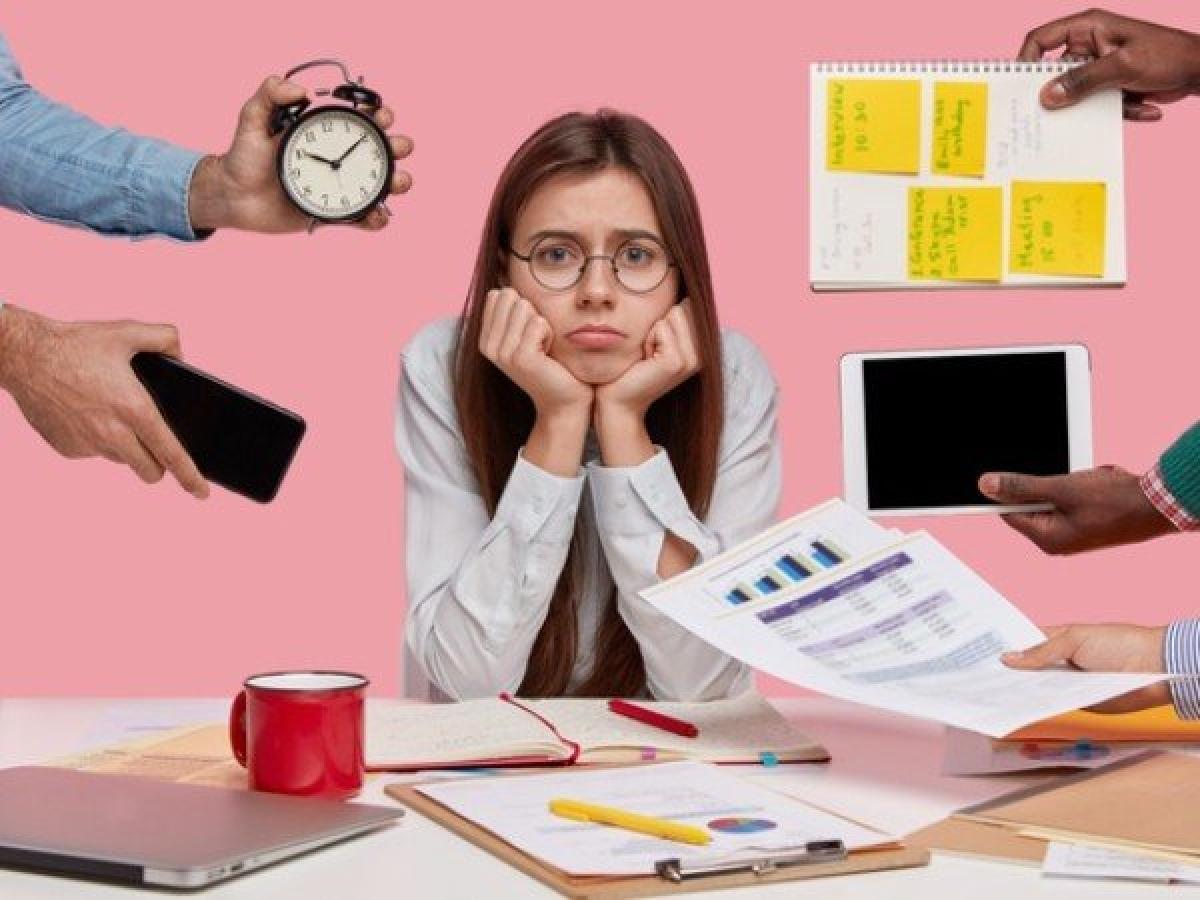 Căng thẳng: Nghiên cứu đã chứng minh rằng căng thẳng kéo dài có thể tác động tiêu cực đến mức năng lượng của cơ thể. Bạn có thể giảm căng thẳng bằng cách tập yoga hoặc tập thiền.
