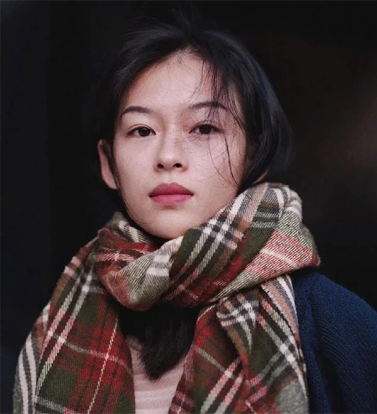 Khuôn mặt đậm chất Á Đông với đôi mắt đẹp thoáng nét buồn, vóc dáng nhỏ nhắn, mong manhcủa Minh Hà gây ấn tượng với người xem.