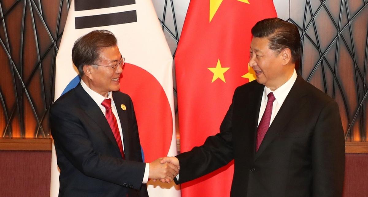 Tổng thống Hàn Quốc Moon Jae-in và Chủ tịch Trung Quốc Tập Cận Bình. Ảnh: Yonhap