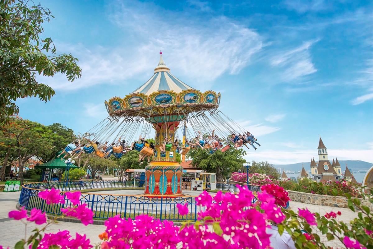 Một khu du lịch của doanh nghiệp tư nhân trên đảo Hòn Tre đang tạo việc làm cho hàng ngàn người dân tỉnh Khánh Hòa.