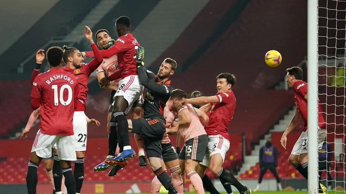"""Hàng thủ mắc những sai lầm khiến MU """"trắng tay"""" trước đội cuối bảng. (Ảnh: Premier League)."""