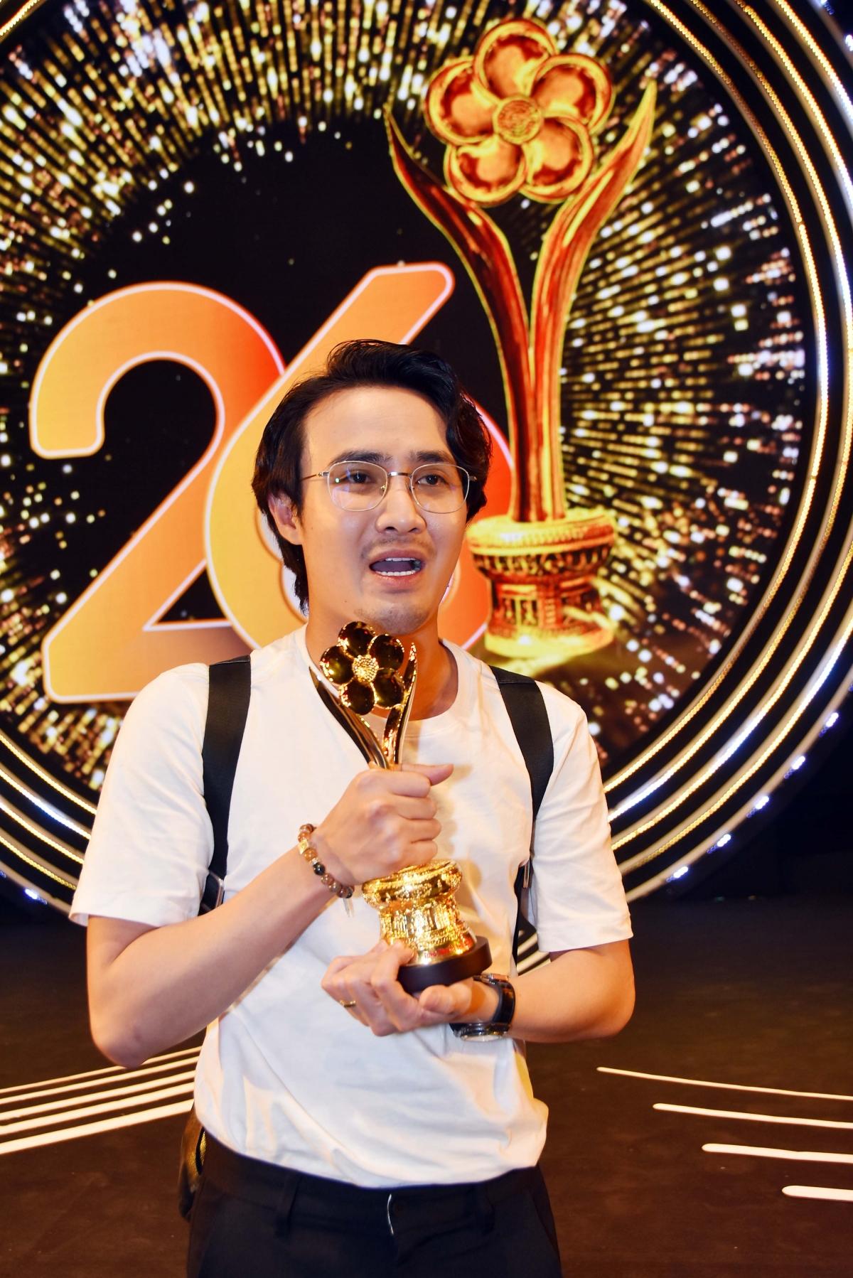 """Huỳnh Lập giành giải Mai Vàng ở hạng mục """"Diễn viên hài được yêu thích""""."""