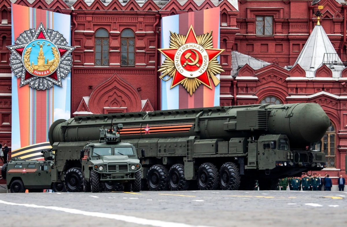 Tên lửa đạn đạo liên lục địa của Nga tham gia duyệt binh tại Quảng trường Đỏ. Ảnh: New York Times