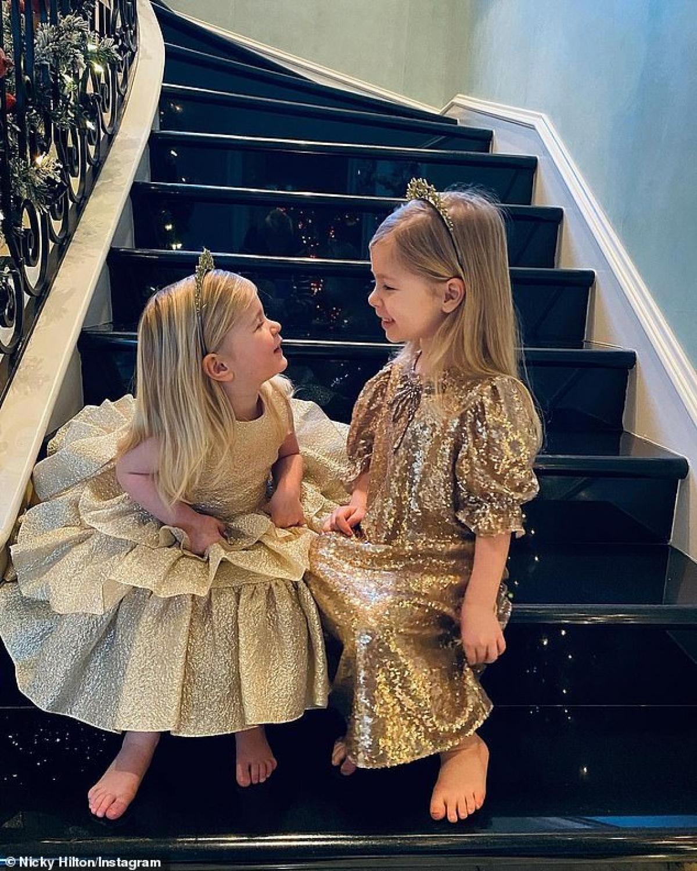 Người đẹp có hai con gái đáng yêu.