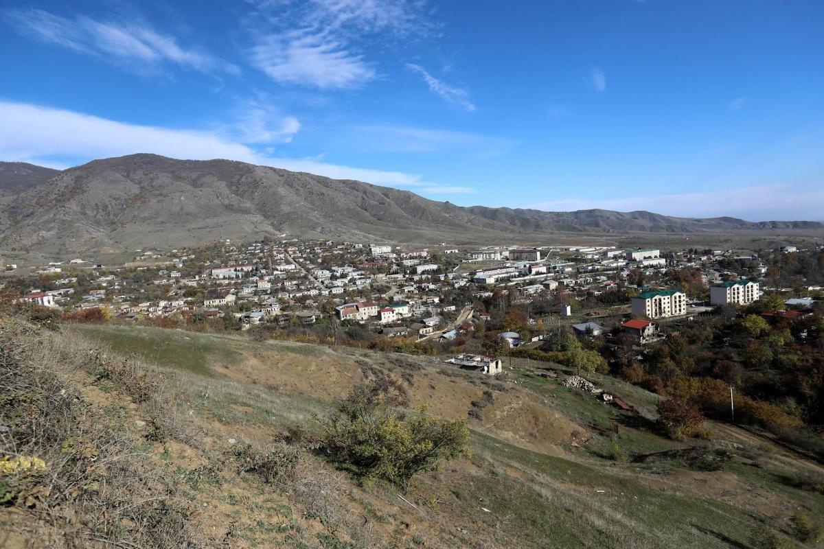 Toàn cảnh trên cao thị trấn Hadrut thuộc khu vực Nagorno-Karabakh hiện do lực lượng Azerbaijan kiểm soát ngày 25/11/2020. Ảnh: Reuters