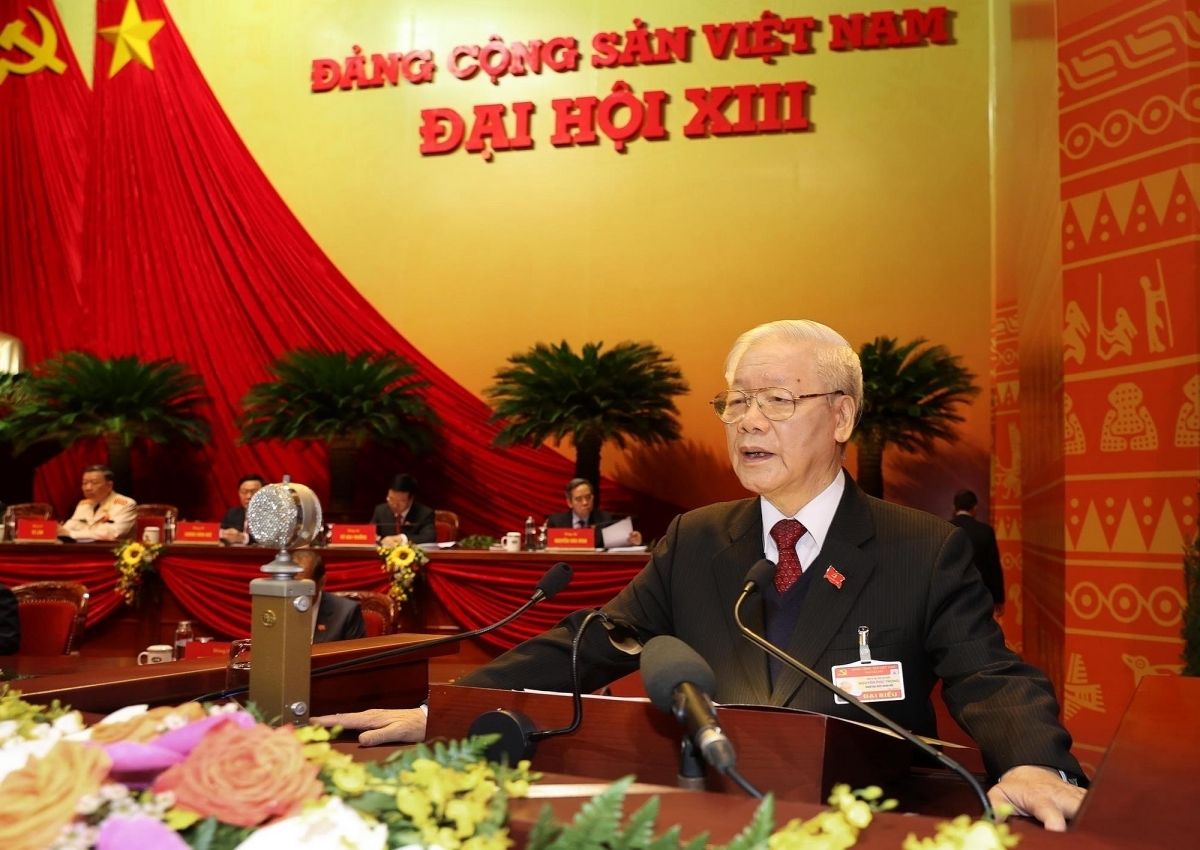 He says the overall goal of the Vietnamese revolution in the coming years is to improve the Party's leadership capacity, develop a truly clean and strong political system, comprehensively and synchronously promote the Renewal process, and accelerate both industrialisation and modernization (Photo: VNA).
