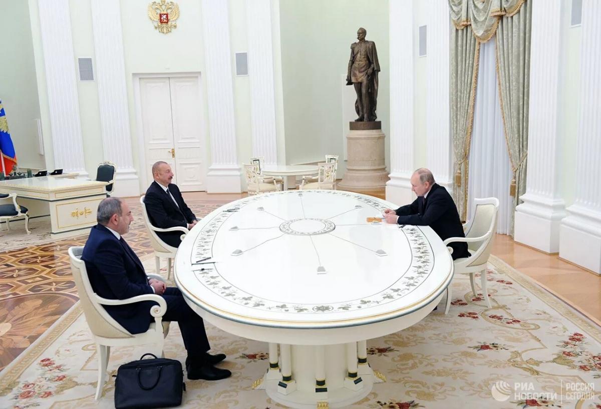 Đàm phán 3 bên của các Tổng thống Nga V.Putin, Tổng thống Azerbaijan I.Aliev và Thủ tướng Armenia N.Pashynian tại Điện Kremlin. Ảnh: Rianovosti.