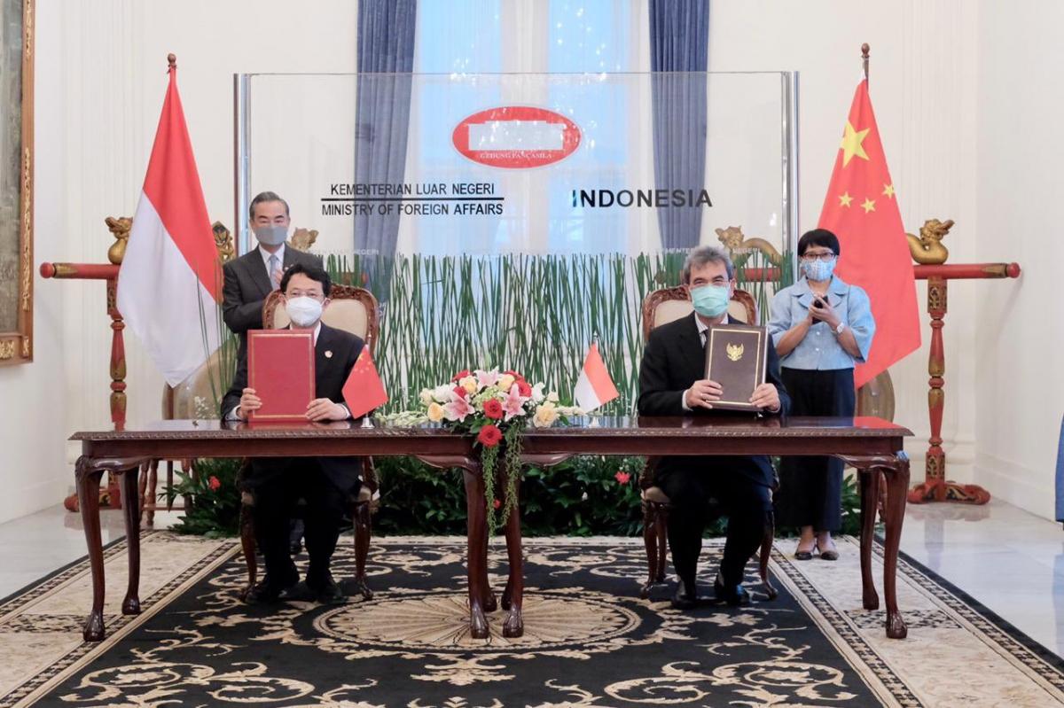 Hai Ngoại trưởng chứng kiến lễ ký hợp tác Dự án Đập Lambakan ở Indonesia (Nguồn: Bộ NG Indonesia)