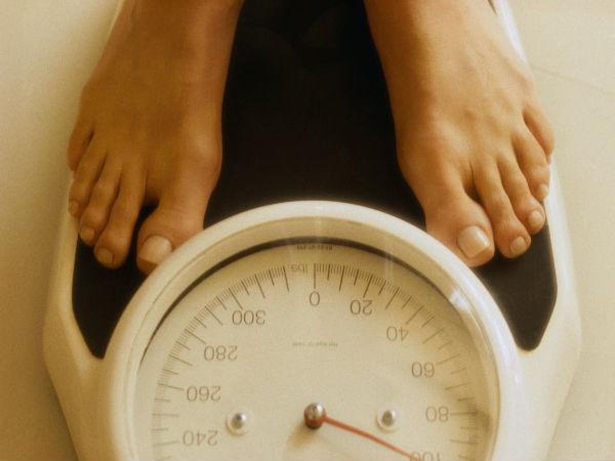 Tăng cân: Ở một số phụ nữ, thay đổi về cân nặng sẽ kéo theo thay đổi kích cỡ vòng một. Đó là bởi ngực có chứa các mô mỡ, do đó tăng cân có thể khiến kích cỡ vòng ngực tăng lên và ngược lại.