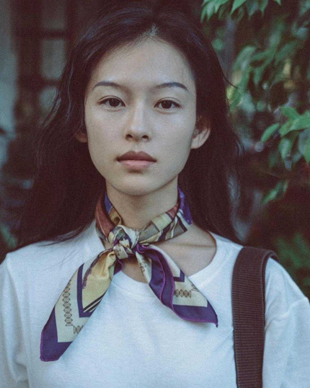 """Mới đây, Nguyễn Minh Hà là cái tên được cộng đồng mạng Trung Quốc """"săn lùng"""" sau khinhiều tờ báo Trung Quốc như Ifeng, Sina, Southern Metropolis Daily... đăng tải loạt ảnh của cô vì ngoại hình giống nữ minh tinh Chương Tử Dithời trẻ."""