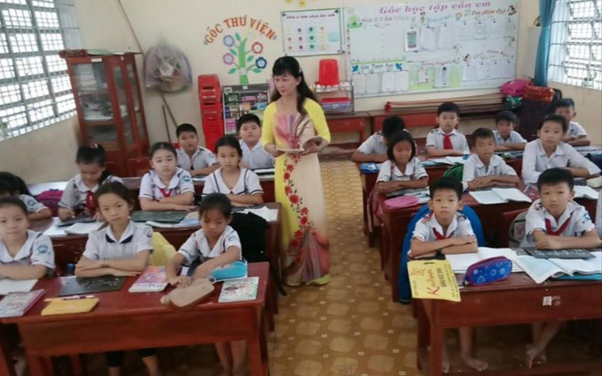 Cô giáo Huỳnh Thị Phương Thảo trong một giờ lên lớp.