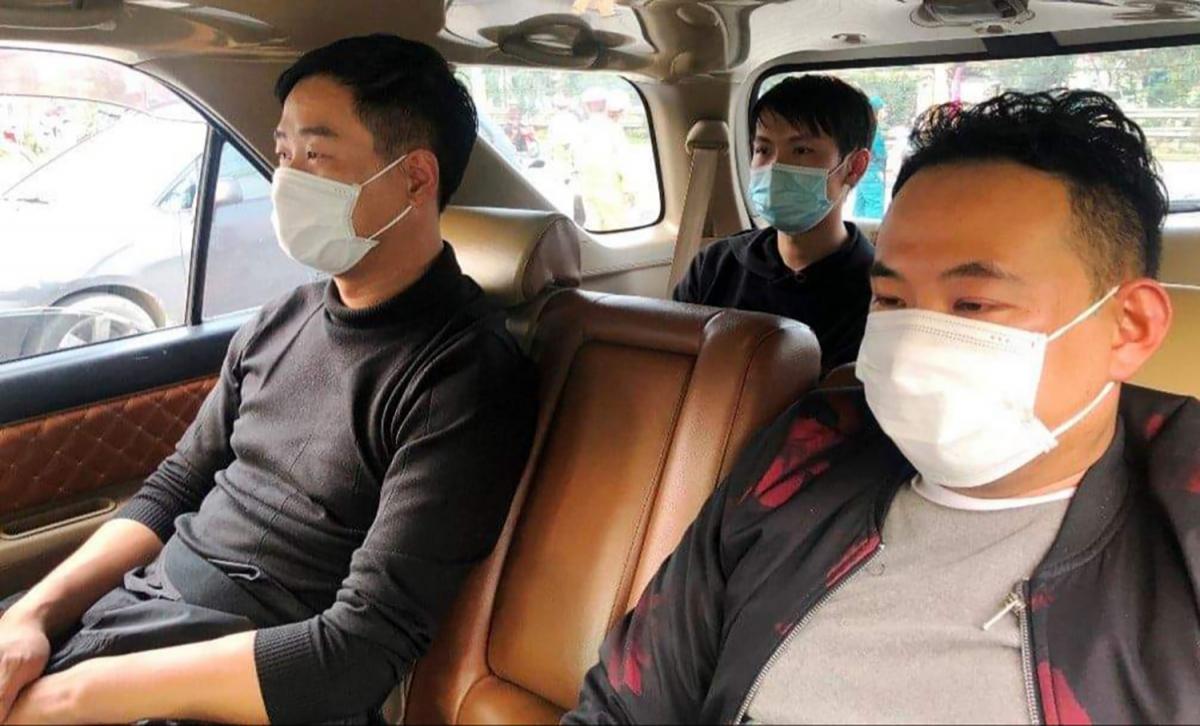 3 người Trung Quốc trên xe ô tô bị lực lượng chức năng phát hiện