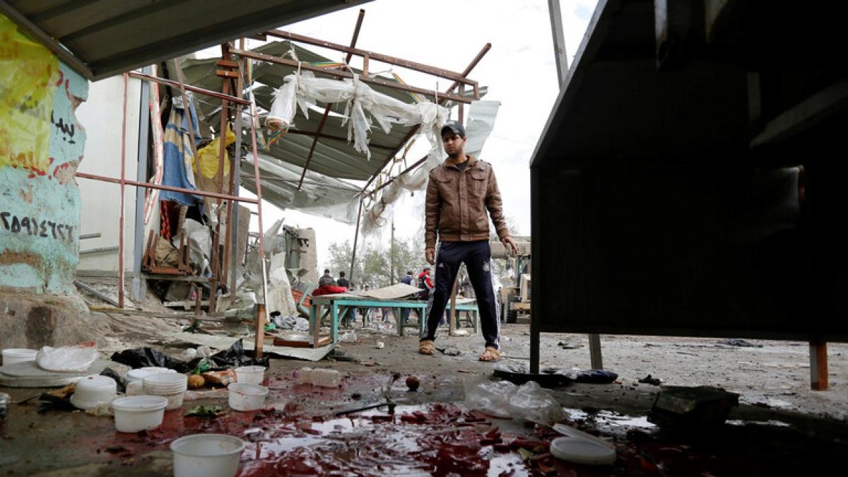 Hiện trường vụ nổ bom kép ở thủ đô Baghdad, Iraq Ảnh RT