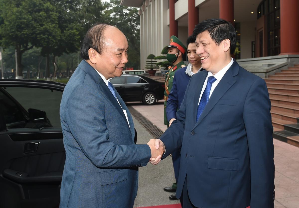 Thủ tướng và Bộ trưởng Bộ Y tế Nguyễn Thanh Long