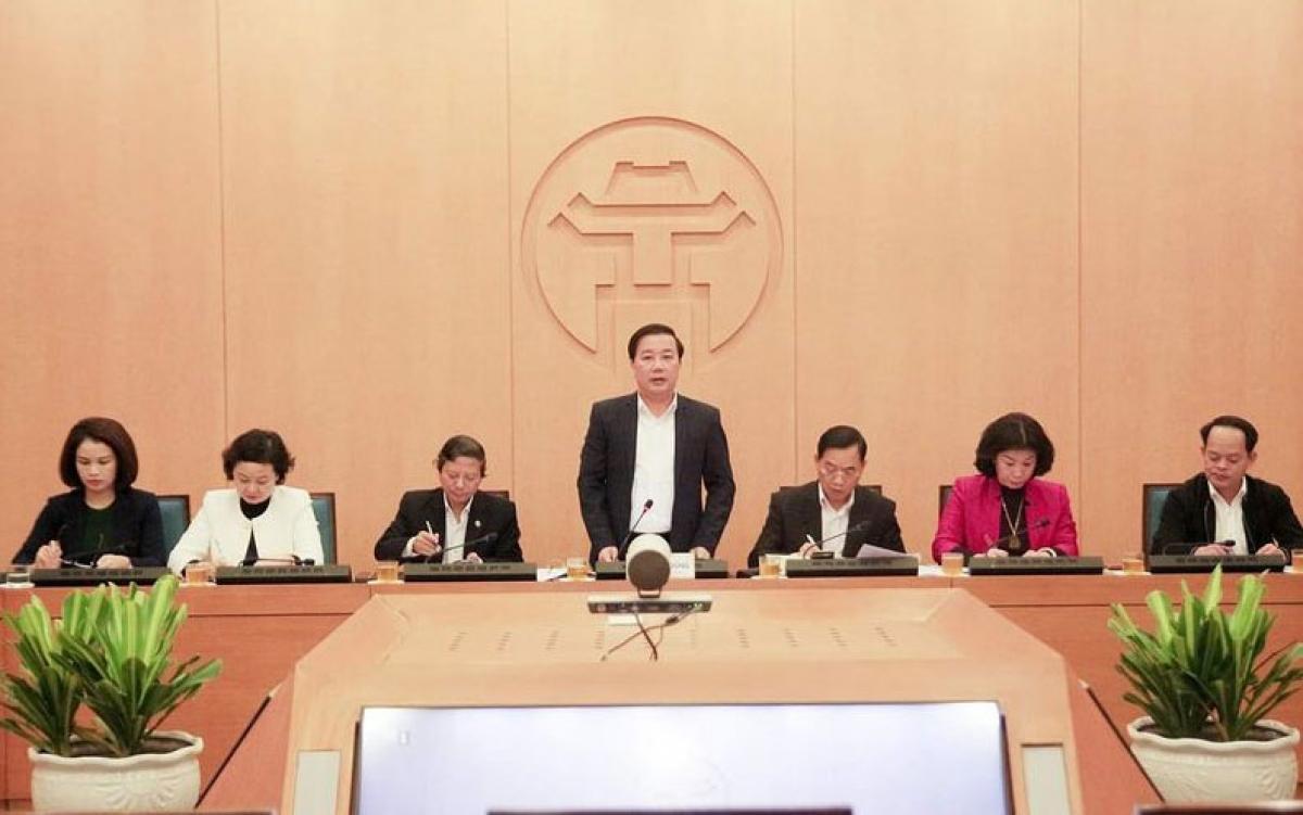 Phó Chủ tịch UBND Thành phố Hà Nội Chử Xuân Dũng yêu cầu xử phạt nghiêm các đơn vị không thực hiện nghiêm các biện pháp phòng dịch tối thiểu.