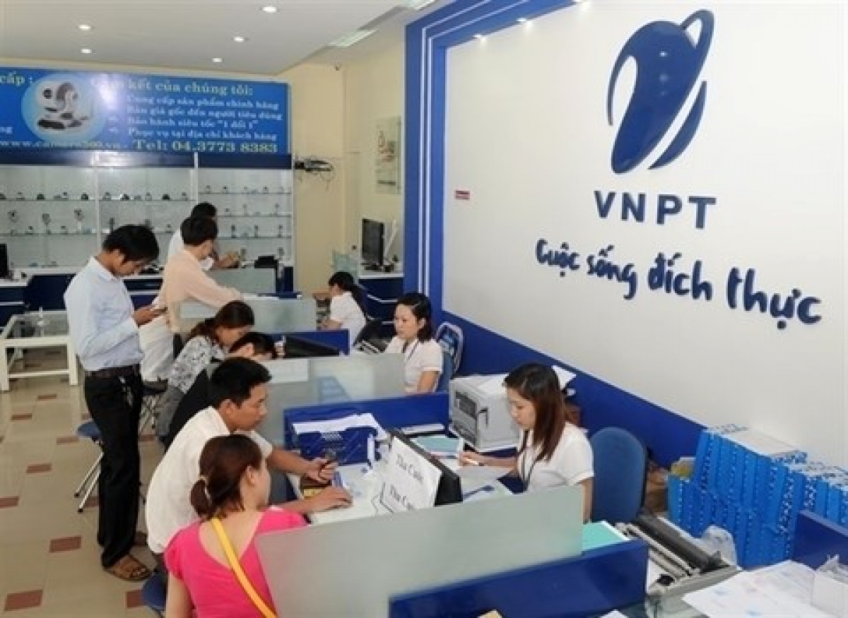 Customers at a VNPT office in Hanoi (Source: baodautu.vn)
