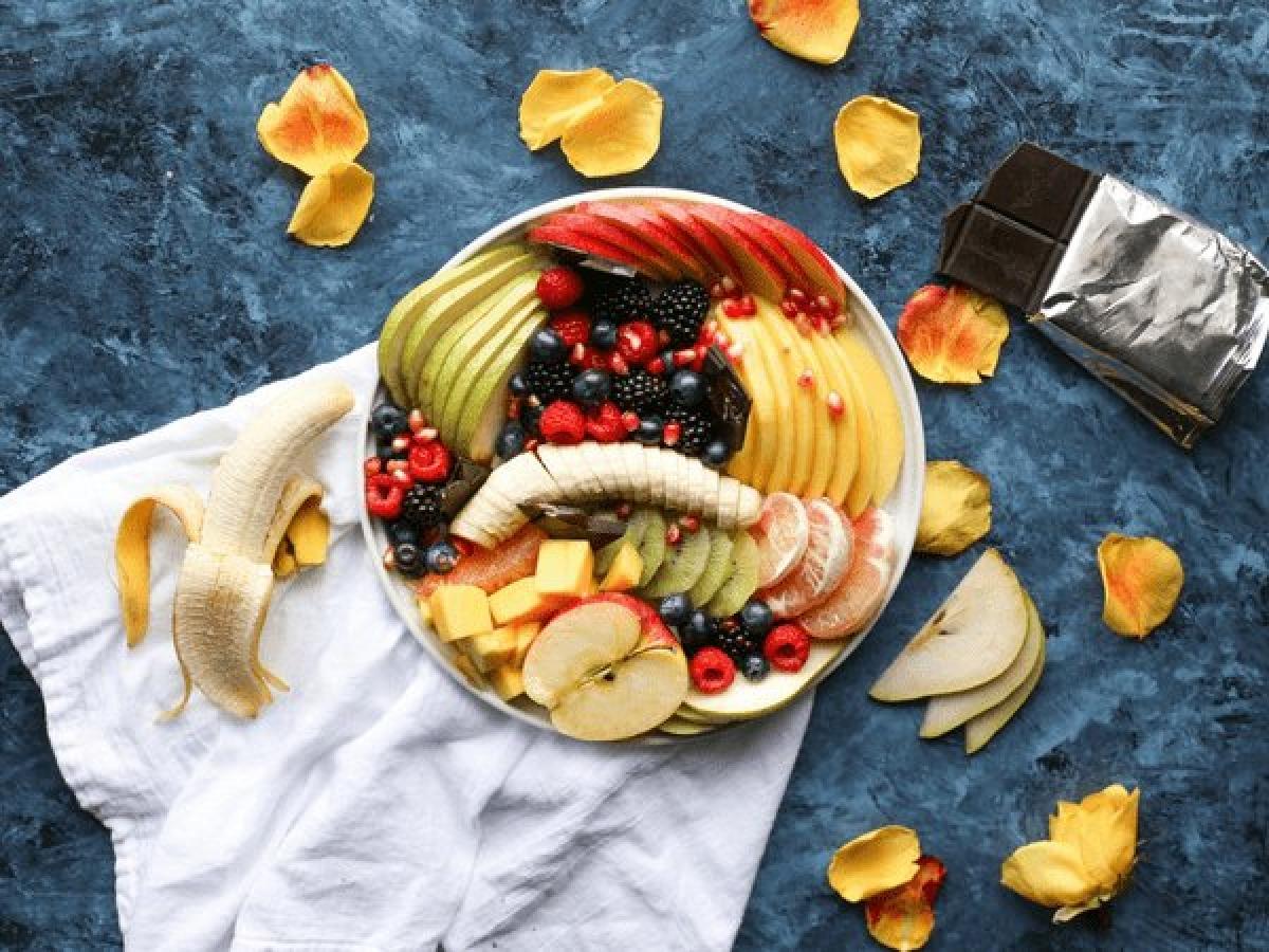Trái cây: Trái cây giàu vitamin và bioflavonoids giúp ngăn hình thành u xơ tử cung. Trái cây cũng giúp cân bằng hàm lượng estrogen trong cơ thể, từ đó phòng ngừa ung thư buồng trứng.