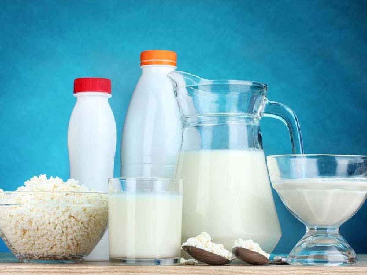 Các thực phẩm từ sữa: Các thực phẩm từ sữa như sữa tươi, sữa chua, bơ hay phô mai rất có lợi cho tử cung, vì các thực phẩm này giàu vitamin D và canxi giúp xương chắc khỏe và ngăn hình thành u xơ tử cung.