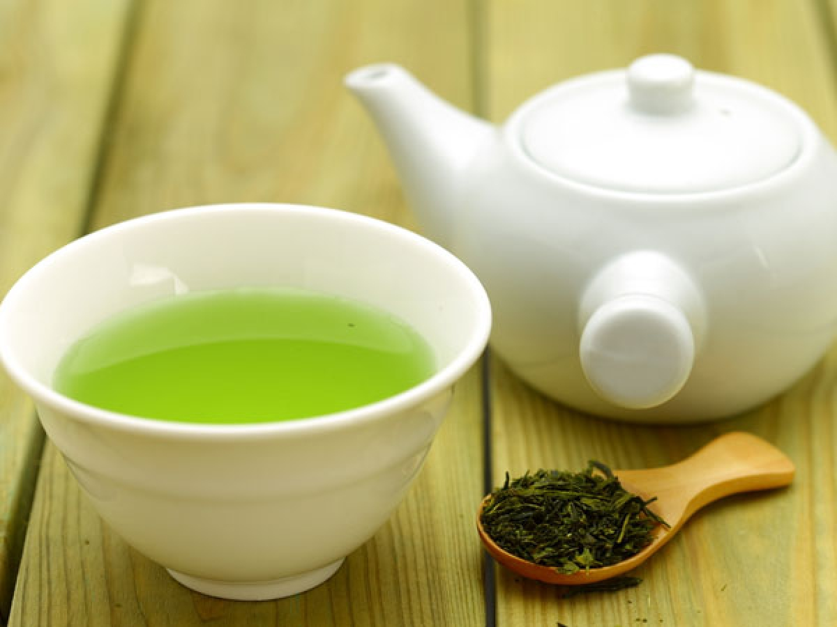 Trà xanh: Trà xanh giàu các chất chống oxy hóa, không chỉ giúp duy trì sức khỏe hệ sinh sản mà còn hỗ trợ điều trị u xơ tử cung. Phụ nữ có u xơ tử cung nên uống trà xanh hằng ngày.