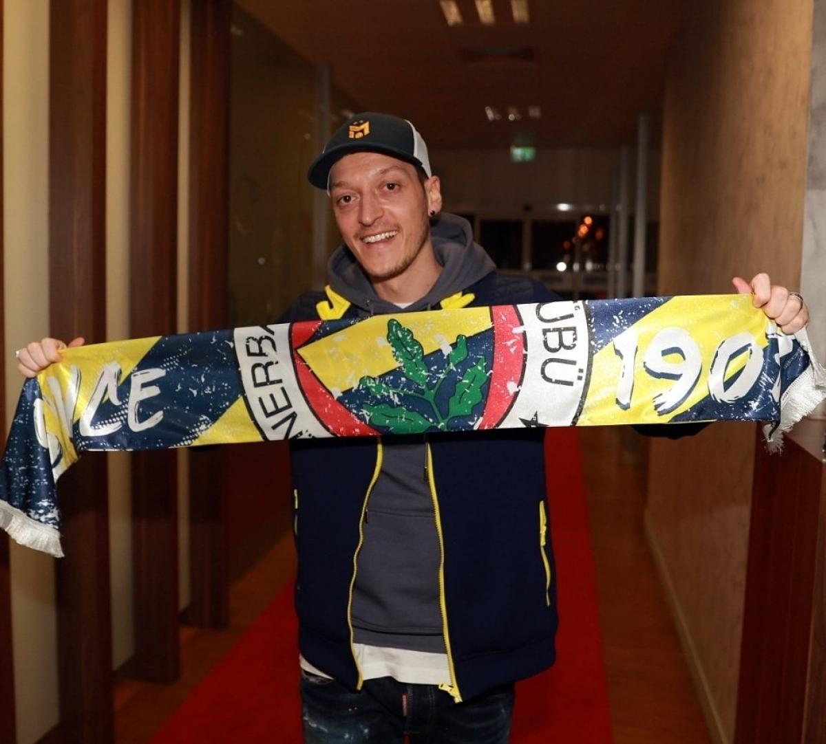 Mesut Ozil sẽ có dịp tái ngộ với hàng loạt người quen cũ ở Premier League khi rời Arsenal để sang Thổ Nhĩ Kỳ khoác áo Fenerbahce.