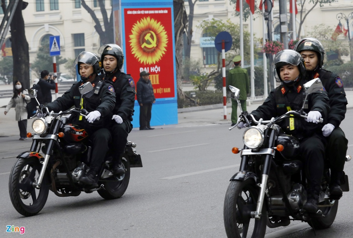 Public security forces will be on duty at various entrances to the capital in order to control traffic throughout the 13th National Party Congress. (Photo: Zingnews.vn)